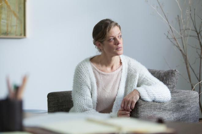 Überfliegerin Toni (Marie Bäumer) ist völlig am Ende (Bild: ZDF/Conny Klein)